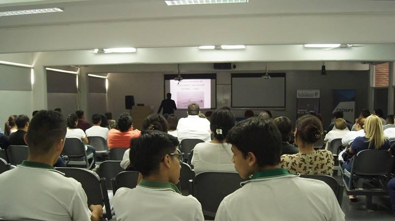 """En el Centro de Innovación del Ministerio de Educación se llevo a cabo la Charla """"La Ciencia y lo Imposible"""""""